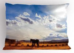 At ve Gökyüzü Temalı Yastık Kılıfı Mavi Kahverengi
