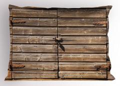 Ahşap Kapı Temalı Yastık Kılıfı Kahverengi Nostaljik