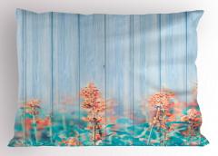 Pembe Turuncu Kır Çiçekleri Yastık Kılıfı Mavi Ahşap