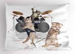 Cazcı Kedi Kardeşler Desenli Yastık Kılıfı Beyaz