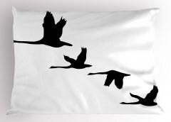 Gökyüzünde Uçan Kuşlar Yastık Kılıfı Siyah Beyaz Şık