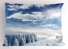 Karlı Orman ve Bulutlar Yastık Kılıfı Gökyüzü Doğa