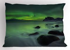 Kayalar ve Kuzey Işığı Yastık Kılıfı Yeşil Gökyüzü