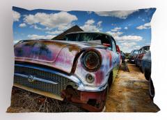 Hurdalıkta Klasik Araba Yastık Kılıfı Bulutlar