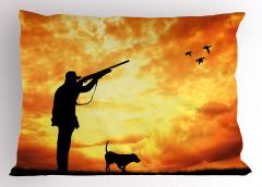 Kuşları Vuran Avcı Yastık Kılıfı Turuncu Gökyüzü Köpek