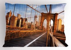 Ahşap Köprü ve Gökdelen Yastık Kılıfı Mavi Gökyüzü