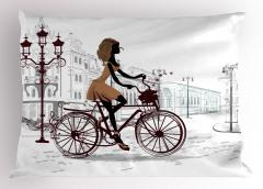 Bisikletli Kız Yastık Kılıfı Kahverengi Şık