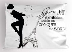 Topuklu Ayakkabılı Kız Yastık Kılıfı Siyah Beyaz Eyfel