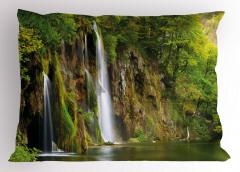 Ormandaki Şelale Yastık Kılıfı Yeşil Doğada Huzur