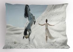 At ve Kadın Yastık Kılıfı Beyaz Doğa Dekoratif