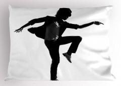 Dansçının Beyaz Tişörtü Yastık Kılıfı Siyah Sanatsal