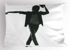 Şapka Çıkaran Dansçı Yastık Kılıfı Siyah Beyaz