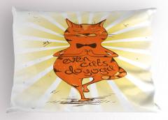 Kediler de Yoga Yapar Yastık Kılıfı Kahverengi Sevimli