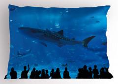 Köpek Balığı Akvaryumu Yastık Kılıfı Mavi İnsanlar
