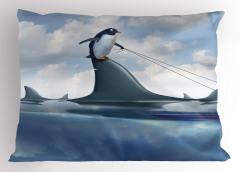 Denizdeki Penguen Yastık Kılıfı Köpek Balığı Mavi