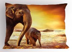Anne ve Bebek Fil Temalı Yastık Kılıfı Afrika Yaşamı
