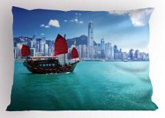Hong Kong'da Bir Yelkenli Temalı Yastık Kılıfı