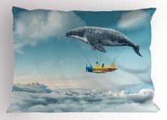 Gökyüzünde Uçan Balina Temalı Yastık Kılıfı Rüya