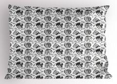 Kasklı Kuru Kafa Desenli Yastık Kılıfı Siyah Beyaz