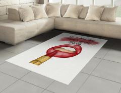 Kırmızı Rujlu Kız Halı (Kilim) Ruj İzi Etkili Şık Tasarım Trend