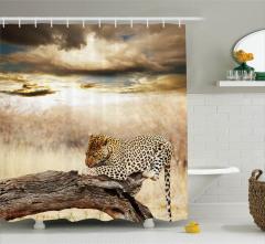 Ağaçta Dinlenen Leopar Desenli Duş Perdesi Bulutlar