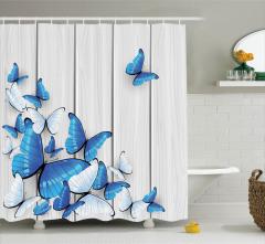 Mavi ve Beyaz Kelebek Desenli Duş Perdesi Ahşap Fon