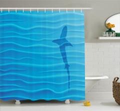 Köpek Balığı ve Dalgalar Desenli Duş Perdesi Mavi