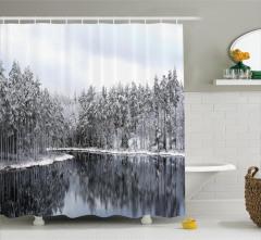 Karlı Ağaç ve Göl Manzaralı Duş Perdesi Kış ve Doğa