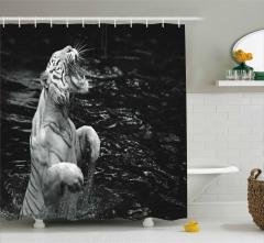 Kaplan ve Nehir Desenli Duş Perdesi Vahşi Orman