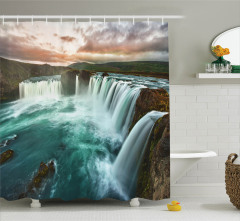 İzlanda Şelaleri Manzaralı Duş Perdesi Yeşil Doğa