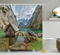Doğayla İç İçe Temalı Duş Perdesi Eski Ahşap Göl Evi