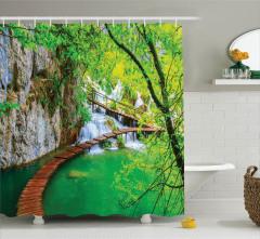 Doğada Huzur Temalı Duş Perdesi Nehir Yeşil