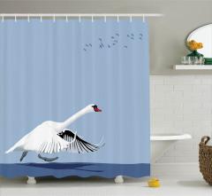 Kuğu Gökyüzü ve Kuş Sürüsü Desenli Duş Perdesi Mavi