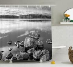 Gri Duş Perdesi Sonbaharda Göl Kıyısı Doğal Cennet