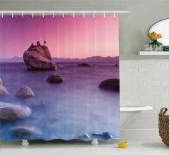 Göl Kenarı Manzaralı Duş Perdesi Kayalıklar Doğa Mor