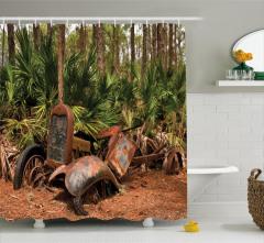 Ormandaki Eski Araç Temalı Duş Perdesi Kahverengi
