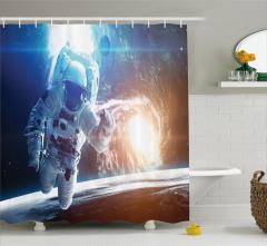 Uzaydaki Astronot Temalı Duş Perdesi Beyaz Lacivert