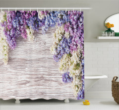 Mor Mavi Çiçek Desenli Duş Perdesi Ahşap Arka Planlı