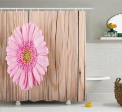 Pembe Çiçek ve Ahşap Temalı Duş Perdesi Bej Fonlu
