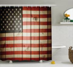 ABD Bayrağı Desenli Duş Perdesi Ahşap Arka Planlı