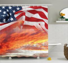 ABD Bayrağı Bulutlu Gökyüzü Temalı Duş Perdesi Şık