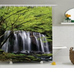 Orman ve Şelale Manzaralı Duş Perdesi Yeşil Ağaç