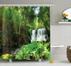 Ormandaki Şelale Manzaralı Duş Perdesi Yeşil Ağaç