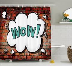 Beyaz Duvar Yazısı Desenli Duş Perdesi Tuğla Fonlu