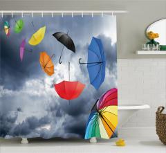 Rengarenk Uçan Şemsiye Desenli Duş Perdesi Gökyüzü