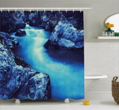 Mavi Çağlayan Manzaralı Duş Perdesi Doğada Huzur