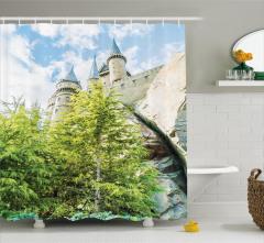Büyülü Şato Manzaralı Duş Perdesi Ağaç Bulut Yeşil