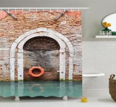 Tuğla Duvar Kemer ve Deniz Temalı Duş Perdesi Şık