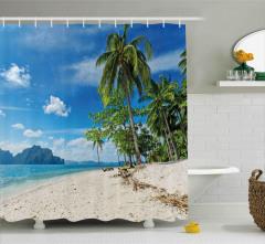 Beyaz Kumlu Plajda Tatil Duş Perdesi Palmiyeler