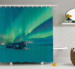 Karlı Sahildeki Uçak Duş Perdesi Kuzey Işıkları